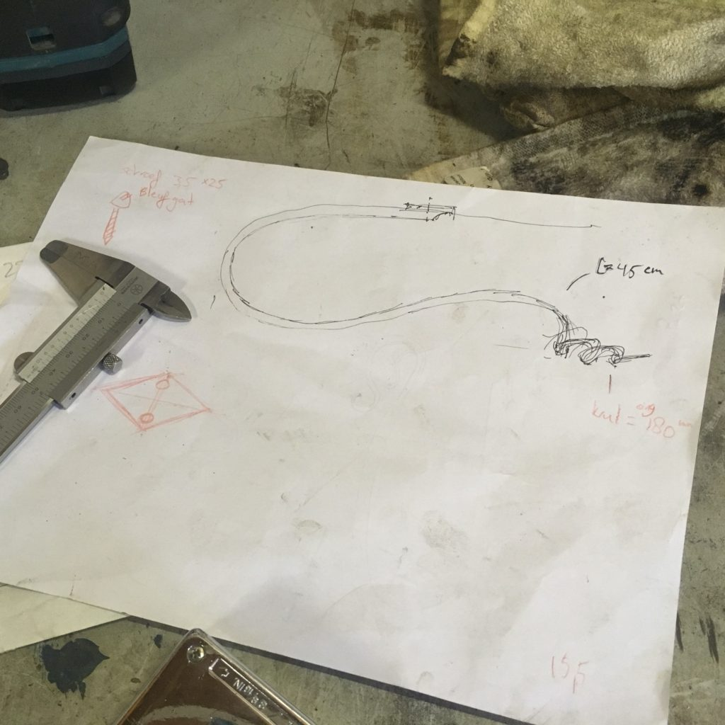 breedmetaal-gordijnhaken-gesmeed-tekeningenschets