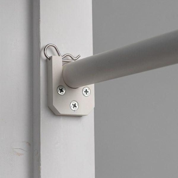 optrekstang wit deur