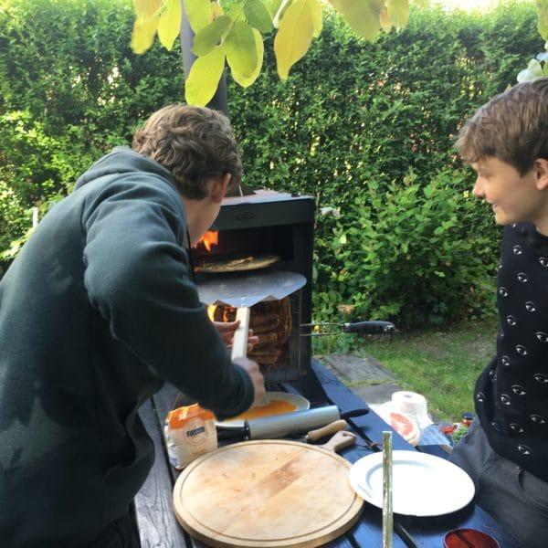 pizza bakken in de tuin